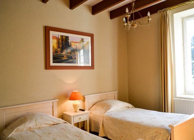 Chambre saint hubert domaine des bois - Saint avre la chambre ...